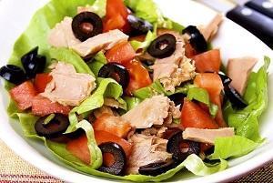 салат легкий с тунцом