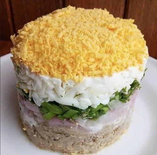 печень куриная слоеный салат