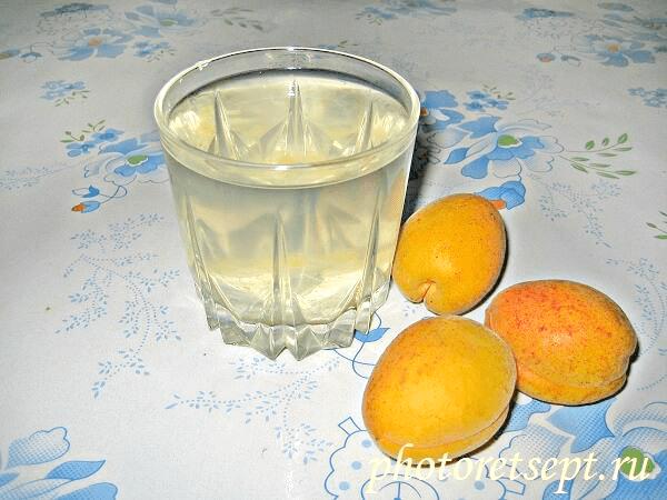 стакан абрикосового компота1