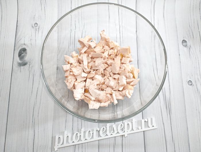 салат с курицей копченой грибами и ананасами фото 1