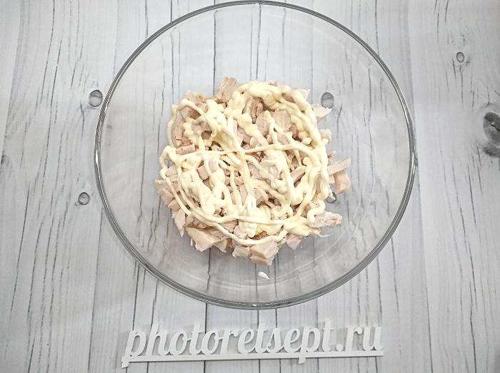 салат с курицей копченой грибами и ананасами фото 2