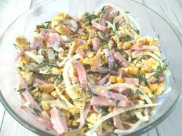 салат с ветчиной кукурузой яичными блинчиками