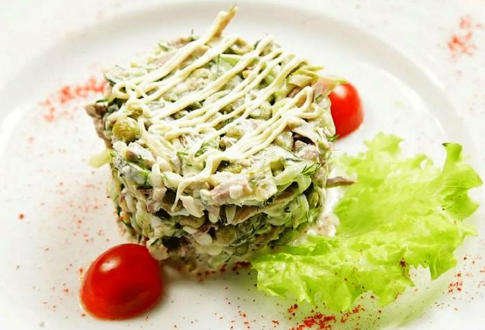 салат зеленый горошек утка огурцы
